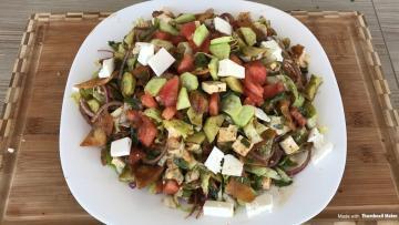 Fettuş Salatası